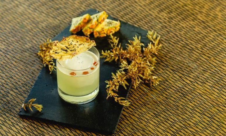 Crea The Ritz-Carlton coctel con sargazo en Cancún